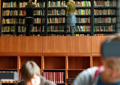 Forschungslesesaal der Universitätsbibliothek   Foto: Matthias Heyde