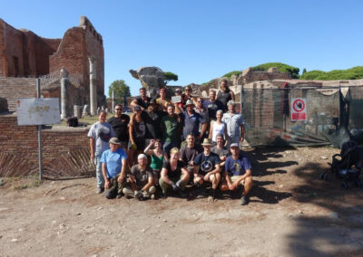 Das Team von 2019 vor dem Areal der neu entdeckten Vulkantempel und -altäre